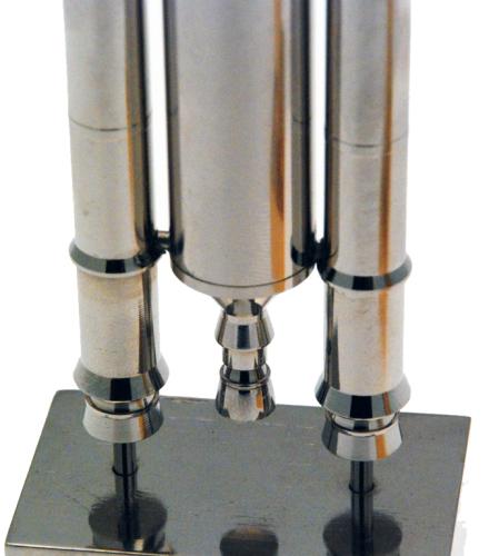 La maquette d'Ariane V en laiton UZ39PB2 doré